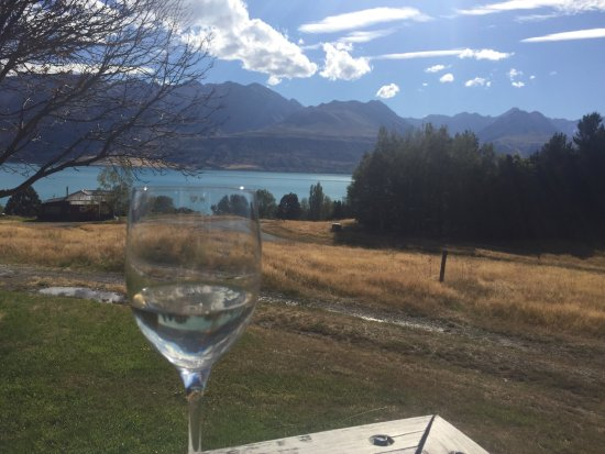 Twizel, Nueva Zelanda: Happy Hour at Hilltop Cottage