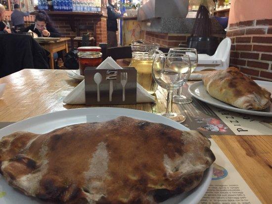 Pizzeria La Gradisca: Un buono calzone