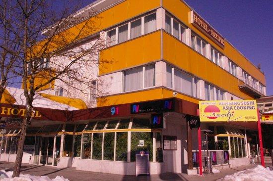 Ottobrunn, Niemcy: Exterior
