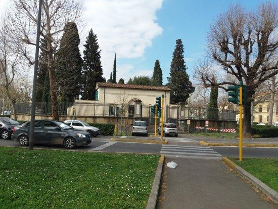 Cimitero degli Inglesi (Protestant Cemetery)