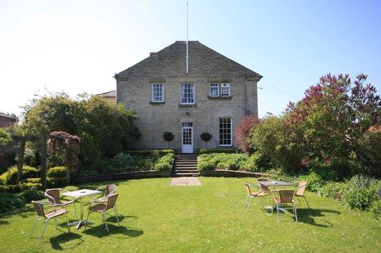 The Worsley Arms Hotel: Backyard