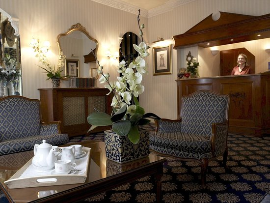 London Lodge Hotel: Reception (open 24 hours)