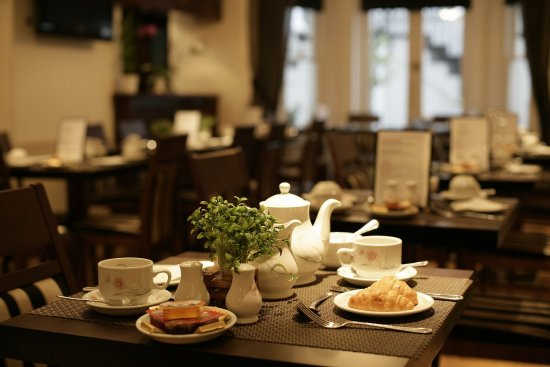 London Lodge Hotel: Our Cafe/bar is open for breakfast and dinner