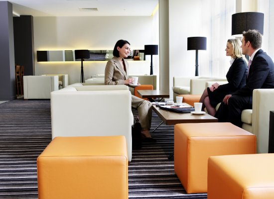Crowne Plaza Hotel London-Heathrow: Guest Lounge & Bar