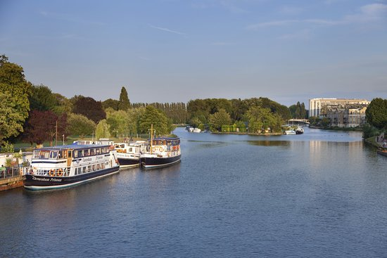 Crowne Plaza Hotel Reading: Crowne-Plaza-Reading-View-From-the-Caversham-Bridge