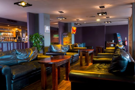 Westhill, UK : Glentanar Bar and Lounge relaxed seating area.