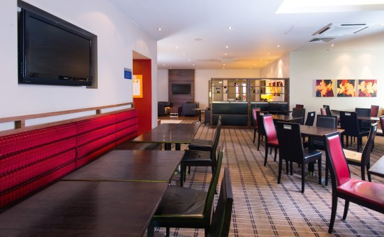 Taunton, UK: Our guests can enjoy breakfast with the family in our lounge