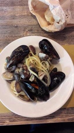 Bientina, Itália: Linguine cozze e vongole veraci