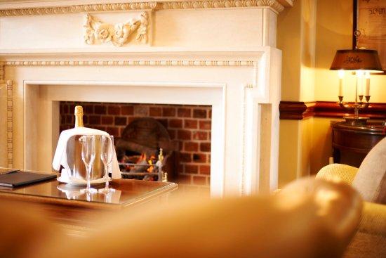 Stoke Poges, UK: Pennsylvania Suite Fireplace