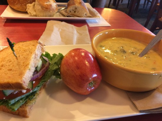 Hayward, CA: Mediterranean sandwich and soup