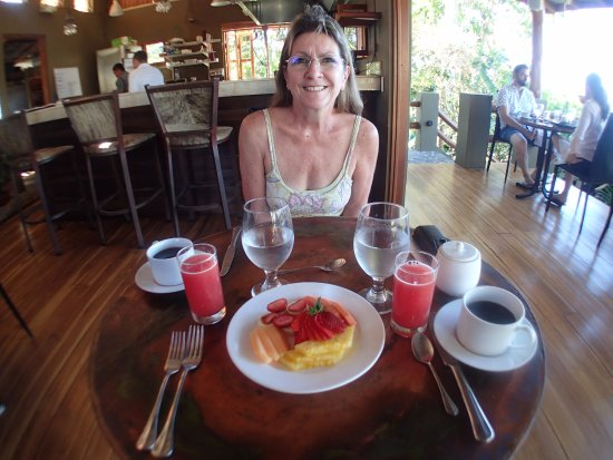 Mal Pais, Costa Rica: Breakfast/fruit comes with all breakfasts