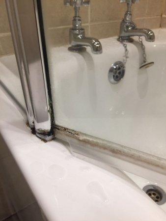 Ruthin, UK: Shower screen