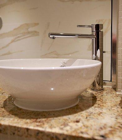 Clarkston, UK: Kelvin Suite Sink