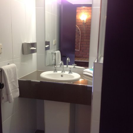 Bowen, Avustralya: Renovated bathrooms
