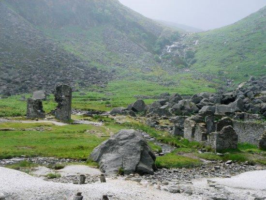 Glendalough Village, Irland: Abandoned Miners' Village