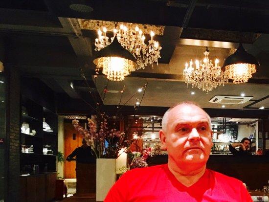 CARBON Restaurant - Cafe - Bar: Bonito comedor