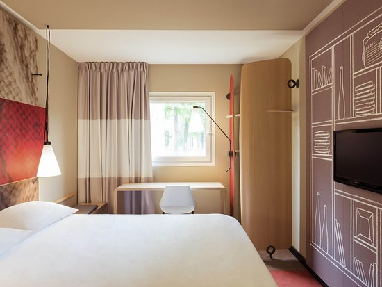 Courbevoie, France: Guest Room