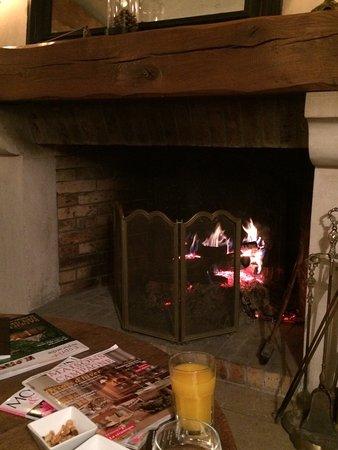Chamant, France: Idéal pour un petit séjour, tres cosy et chaleureux !!  Petit cottage avec poutres apparentes, p