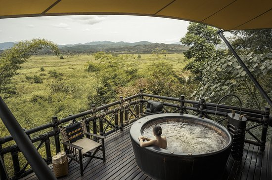 Four Seasons Tented Camp Golden Triangle : Deluxe Tent Deck