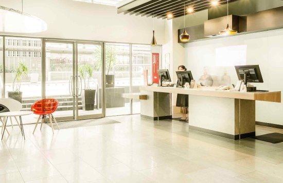 ibis Brisbane: Exterior