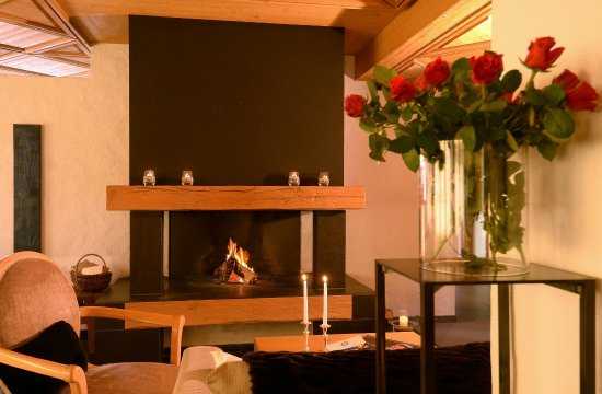 Hotel Caprice: Open plan fireplace