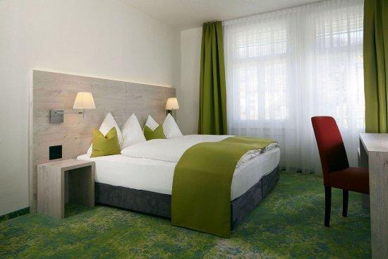 Hilterfingen, Suiza: Quadruple Room City View