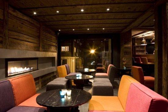 Unique Hotel Post: Bar/Lounge