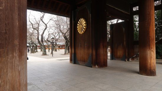 Yasukuni Shrine: Beautiful gateway