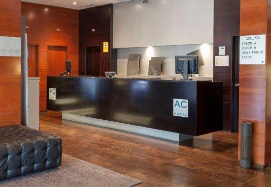 AC Hotel Ponferrada : Front Desk