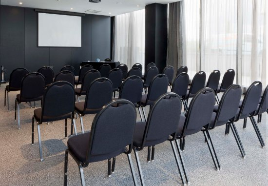Pozuelo de Alarcon, Spanien: Forum B   Theater-Style Setup