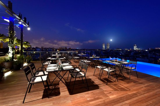 Grand Hotel Central: SkyBar by night