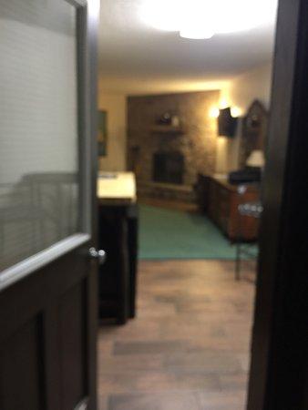 Brookside Resort: Weekend get away honeymoon suite