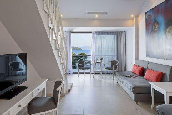 Vasilias, Hellas: Split Level Family Room SV