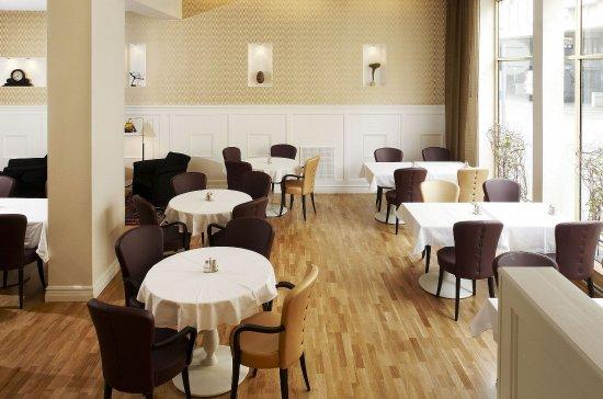 Hotel Royal: Breakfast area