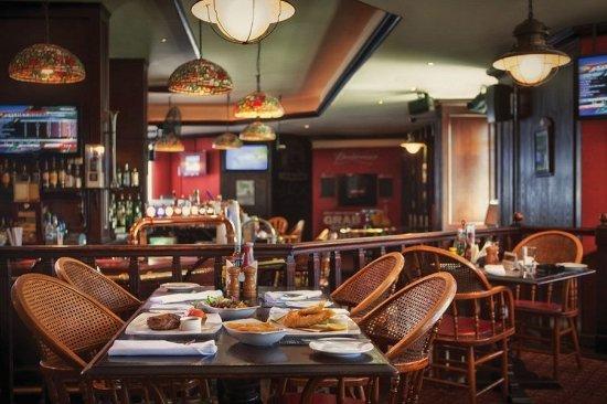Jumeira Rotana: The Boston Bar