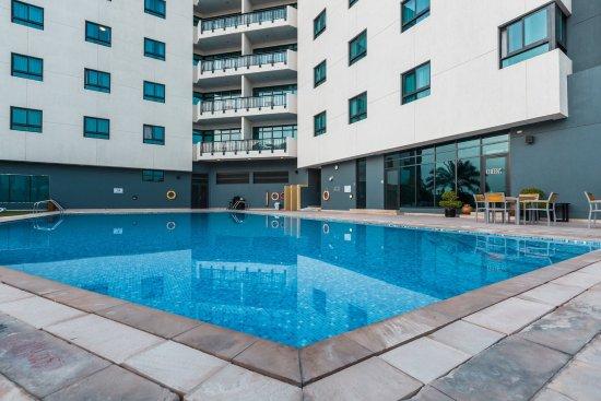 Arabian Park Hotel: Swimming Pool Overvew