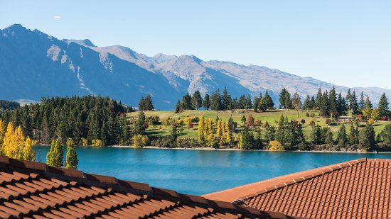 Copthorne Hotel and Resort Queenstown Lakefront : Exterior - Lake View