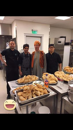 Kopavogur, IJsland: Bombay chefs cooking for Oddfellow