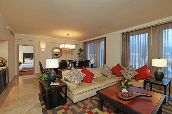 Real InterContinental San Pedro Sula at Multiplaza Mall: Presidential Suite's Living Room