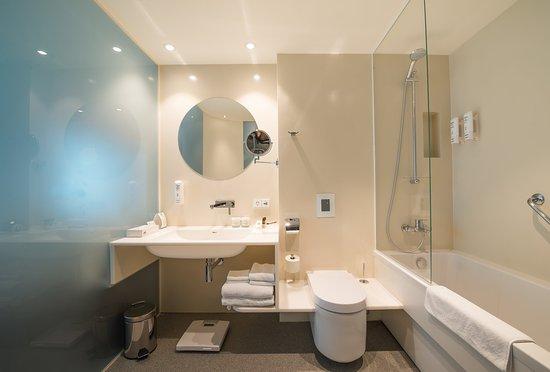 Holiday Inn Vilnius: Bathroom