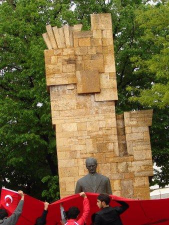 Sivas, Turkije: Mustafa Kemal Atatürk Anıtı 1