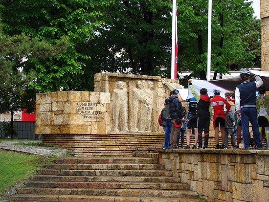 Sivas, ตุรกี: Mustafa Kemal Atatürk Anıtı 2