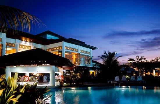 Holiday Inn Kuala Lumpur Glenmarie: Hotel Exterior