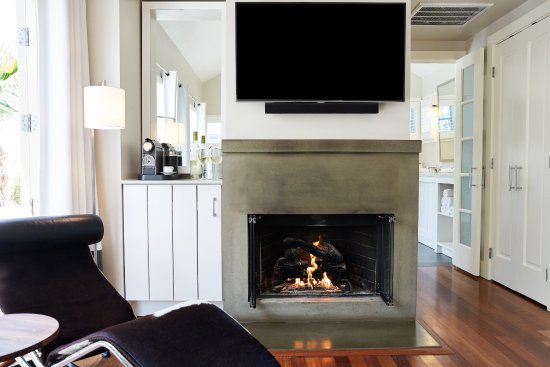 Carneros Resort and Spa: Carneros Cottage Fireplace