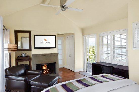 Carneros Resort and Spa: Cottage King Bedroom