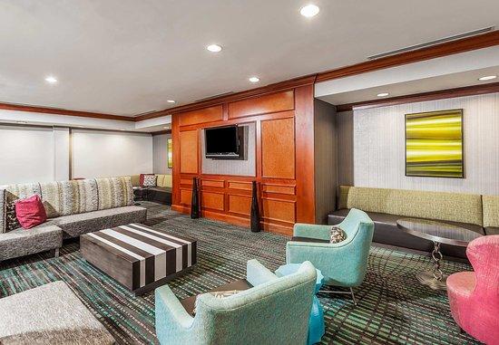 Residence Inn Orlando Airport: Lobby Seating Area