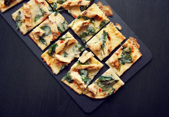 Village, โอคลาโฮมา: Spicy Chicken & Spinach Flatbread