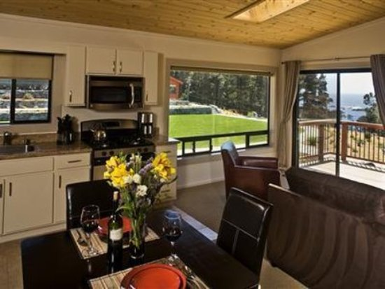 Cottages at Little River Cove: Interior Dinning