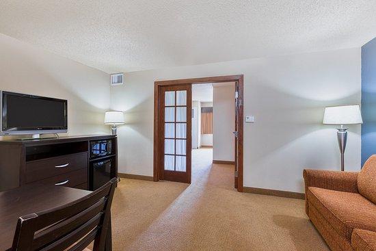 AMERICINNLODGESUITESMONMOUTHOne Room Suite