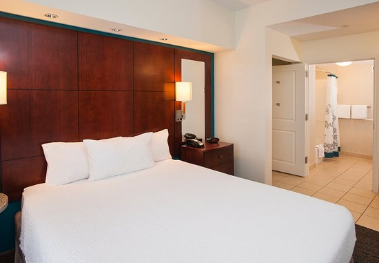 Hoover, AL: Studio Suite - Sleeping Area & Bathroom